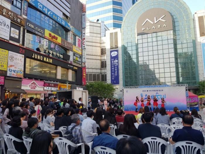 관광과-지난 5월 11일 서현역 로데오거리에서 열린 토요 예술제.jpg