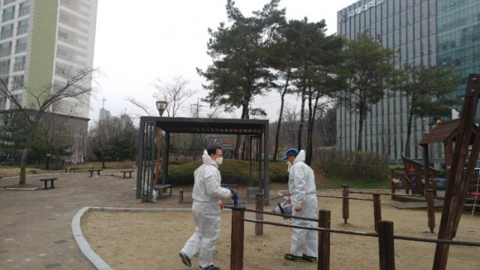 사진_3-29-01-1_평택시_송탄동_통장협의회_코로나19_방역활동.jpg